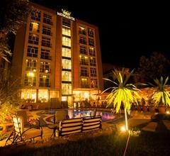 Monarch Hotel 2