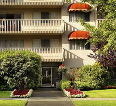 Royal Scot Hotel & Suites 1