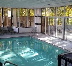 Quality Suites Oakville 2