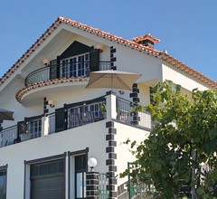 Ideal for couples or families, sunny area surrounded by vines  Casa Vista Bela 1