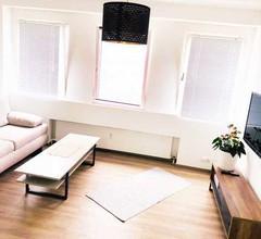 Mitten im Geschehen / 30m2 City-Apartment neben Landstrasse 1