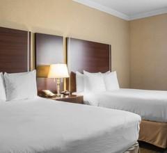Quality Suites Oakville 1