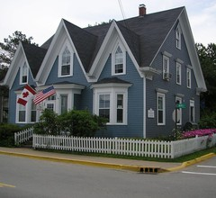 Fairmont House Bed & Breakfast 1