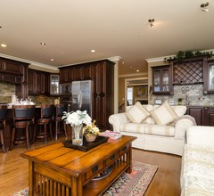 White Rock Beach Guest House 1