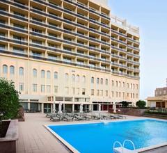 Mercure Grand Hotel Doha City Centre 1