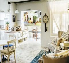 5 Vintage Guest House 1