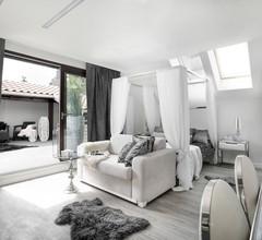 Sweet Suite Apart 1