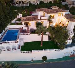Fantastisch Großen Palast in Nähe von Strand und Golfplatz in La Cala de Mijas 1