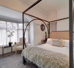 Mulberry House Deluxe Four Poster Apartment 1