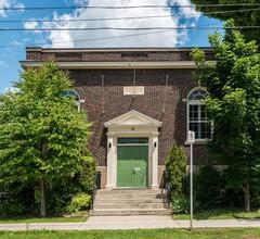 Green Door B&B Brockville 1