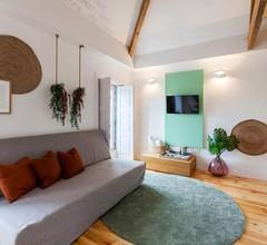 Boutique Rentals - Republica's Garden Studio with views 1