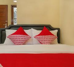 OYO 895 Mahameru Residence 2