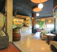 Labuana Homestay & Cafe Garden 1