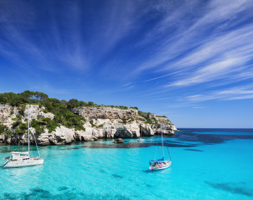 Menorca – traumhafte Badebuchten und duftende Pinienhaine